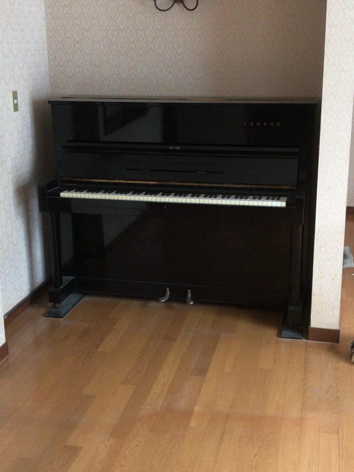 アップライトピアノの搬出作業 重さ200キロを運び出す