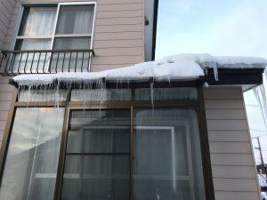 サンルーム上の雪