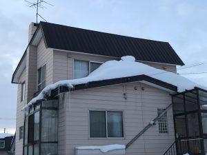 傾斜屋根の雪