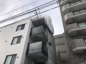 電線の上の雪庇