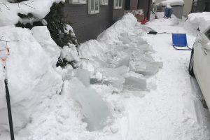 雪下ろし後の氷