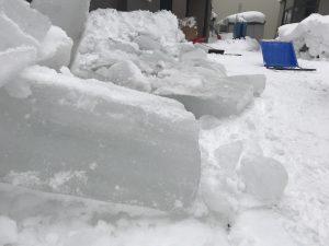(雪下ろし後の氷)