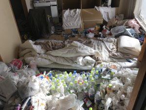 ゴミだらけの和室