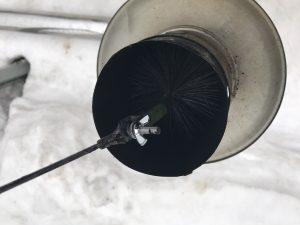 ブラシで煤掃除