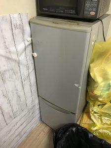 放置された冷蔵庫