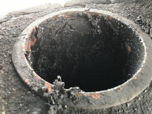 タールのビッシリとついた煙突