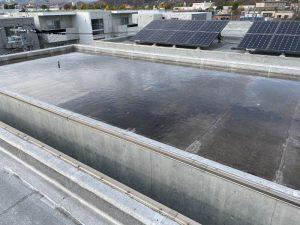 屋根に大量の水